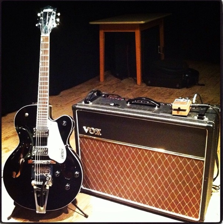Gretsch Electromatic semi-hollowbody with Vox amp