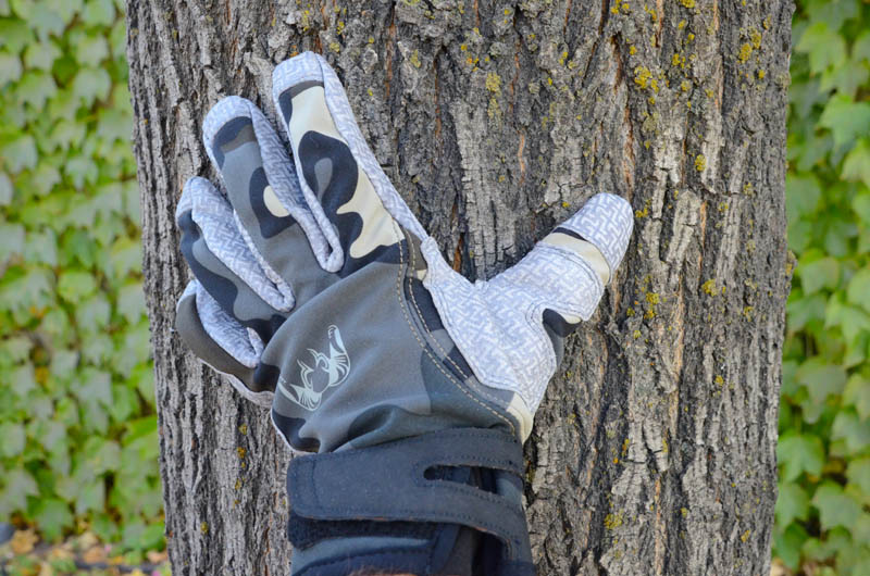 KUIU Guide Glove - On Hand