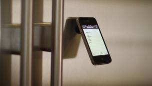 The Oona Is One Versatile Smartphone Stand