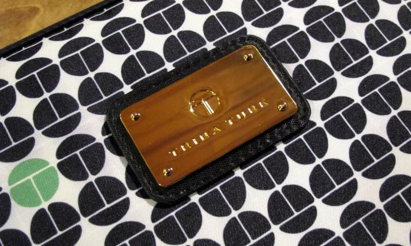 3-geardiary-m-edge-trina-turk-macbook-pro-15-case-002