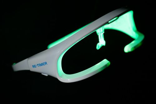 Re-Timer Offers Portable Light Therapy for the Sleep Deprived