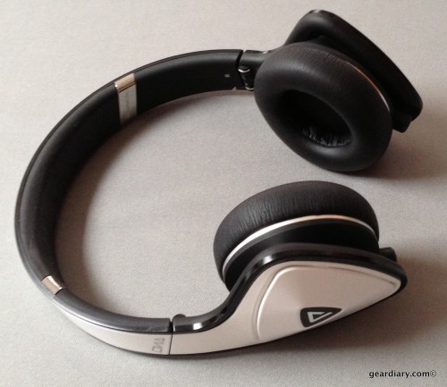 White Tuxedo Monster DNA Headphones Review
