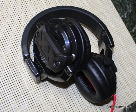JVC HA-MR77X DJ-style Over-the-Ear Headphones Review  JVC HA-MR77X DJ-style Over-the-Ear Headphones Review  JVC HA-MR77X DJ-style Over-the-Ear Headphones Review