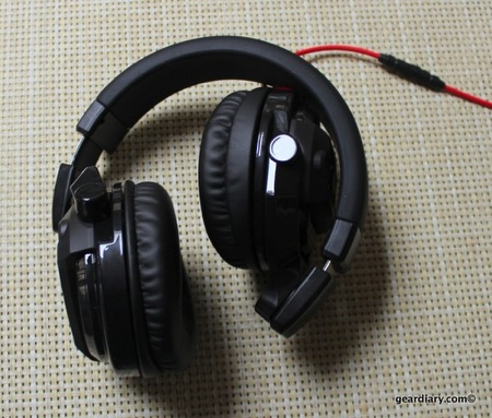 JVC HA-MR77X DJ-style Over-the-Ear Headphones Review  JVC HA-MR77X DJ-style Over-the-Ear Headphones Review
