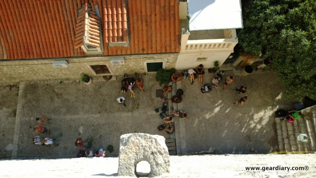 The same group of extras and set workers seen from the Minceta.