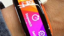 Samsung's Gear 2 and Gear Fit Take Fitness Bands to a Whole New Level