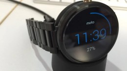 Moto 360 Metal Band Too Small to Fit Your Wrist Inside? Here's One Fix