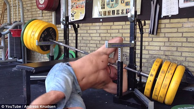 1414079931831_Image_galleryImage_Bench_Press_Fail_safety_b