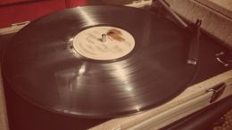 The Crosley Nomad Turntable: A Great Gift Idea for the Vinyl Lover
