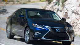 2017 Lexus ES 300h Offers Luxury Ride with Hybrid Drive