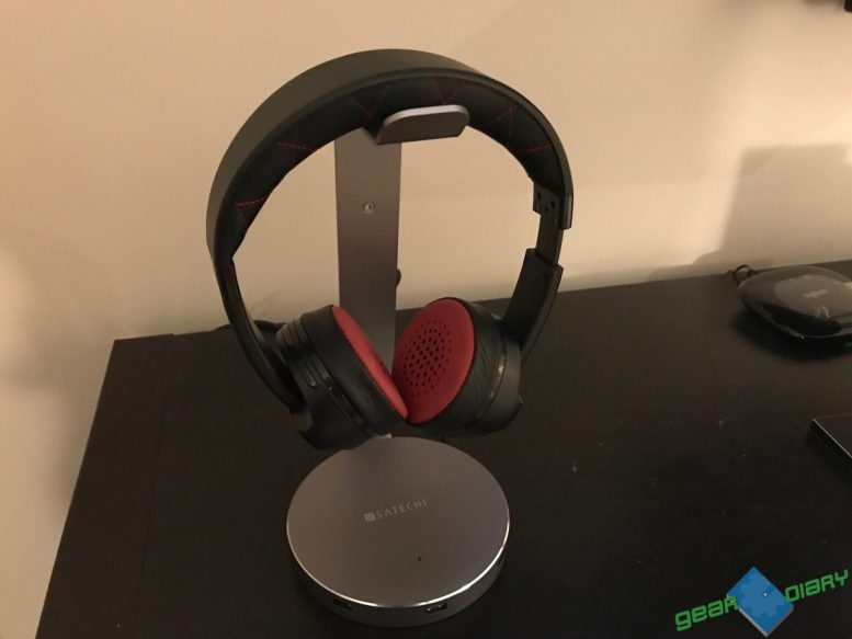 GearDiary Satechi USB 3.0 Headphone Stand: A Place to Finally Sit, Charge & Display Your Headphones
