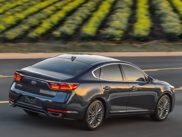 2017 Kia Cadenza is Big on What Matters Most in a Sedan