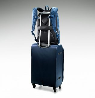 """GearDiary The Riut RiutBag R15 Eliminates that """"Excuse Me, But Your Bag Is Open"""" Moment"""