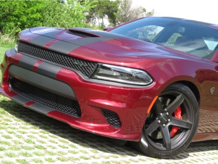 2017 Dodge Charger SRT Hellcat Is the Baddest Cat with Four Doors
