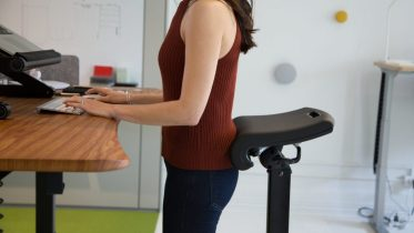 GearDiary Ergo Impact LeanRite Elite Is the Standing Desk Accessory Everyone Needs