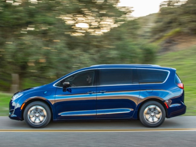 2018 Chrysler Pacifica Hybrid Minivan Is the Perfect Family Vehicle