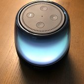 iHome iAV5B Is a Bluetooth Speakerdock That Will Brighten Your Amazon Echo Dot's Day