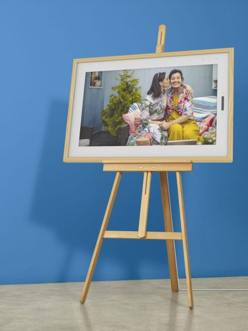 """The 21.5"""" Lenovo Smart Frame Will Be Pre-Selling on Indiegogo; Here's How You Can Get 50% Off"""