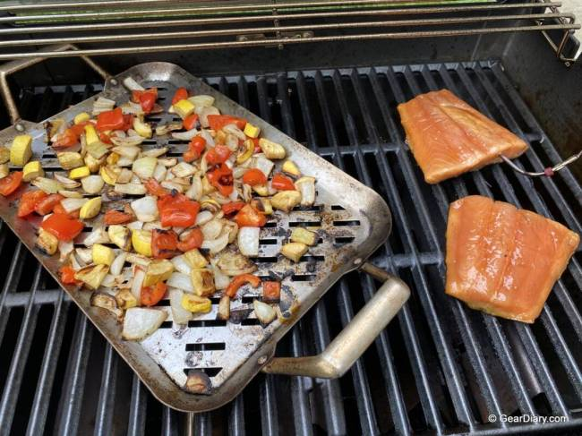 Salmon & veggies cooked on the Weber Spirit SX-315 Smart Grill