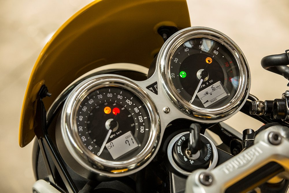 Triumph Street Cup: Vintage Style Meets Sporty Racer