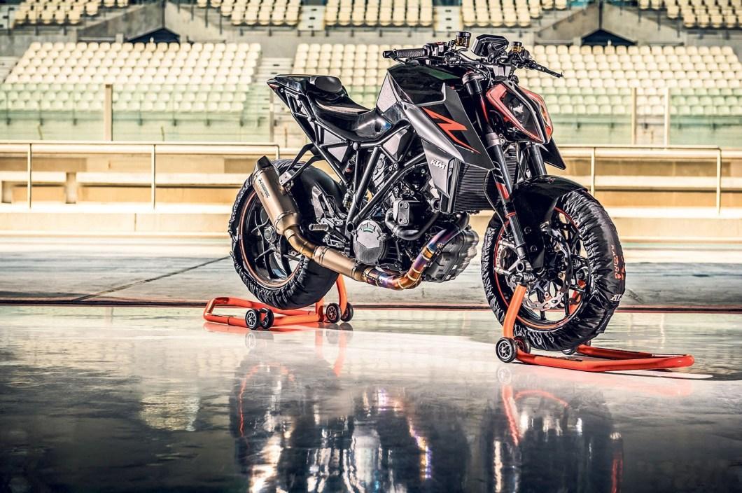 Is The 2017 KTM 1290 Super Duke R The King of Standard Bikes?