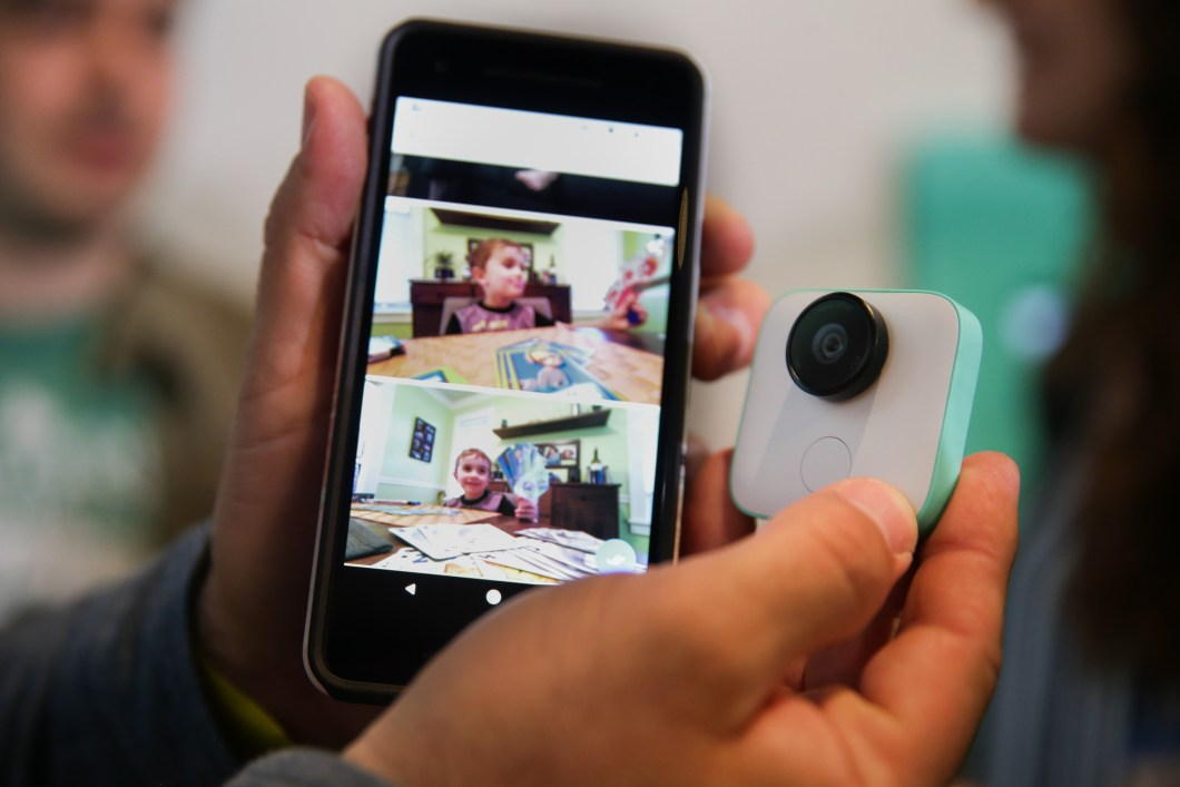The Google Clips Camera Uses AI To Shoot Pictures For You