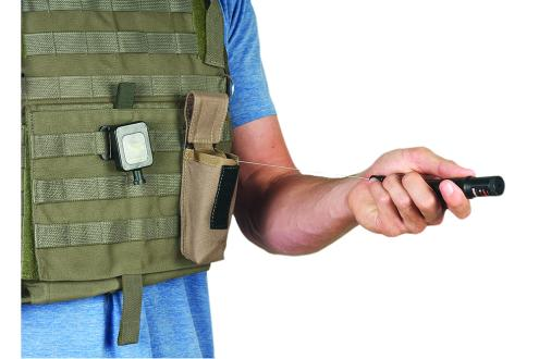 Pouches with Integrated Retractor for Flashlights