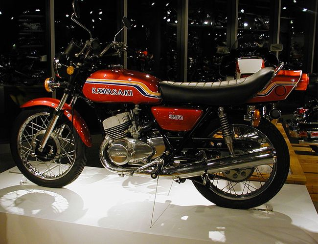 vintage-motorcycles-gear-patrol-kawasaki-triple