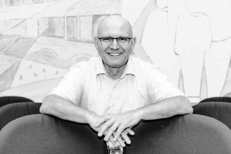 Dr. Ehrlein (Jurist) war ca. 14 Jahren als erster Bürgermeister in Stutensee tätig. Das Portrait wurde für einen Presseartikel aufgenommen.