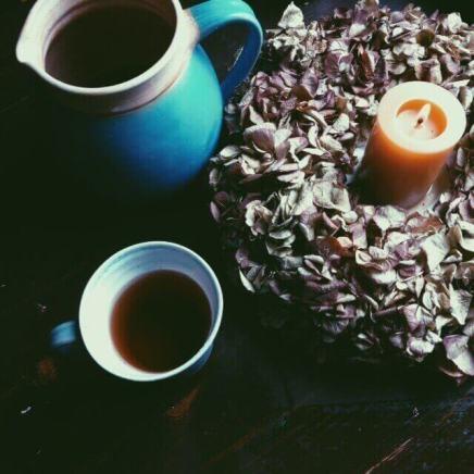Eine Kerze und eine ruhige Minute zum Nachdenken