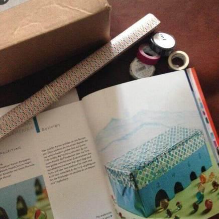 Karton, Papier, Washi-Tape und Stift als Grundmaterial