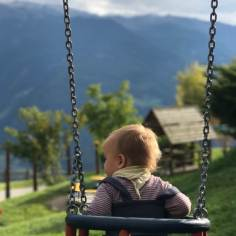 Mit der Seilbahn auf den Berg und sort auf den Spielplatz