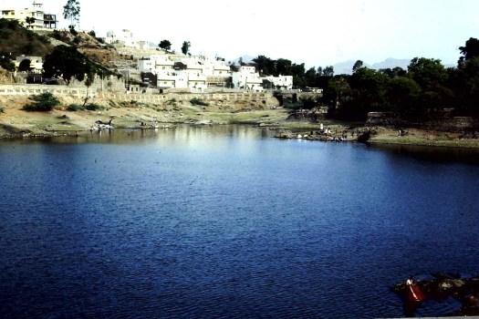 Am See Udaipur (c)1983 Corinne I.Heitz