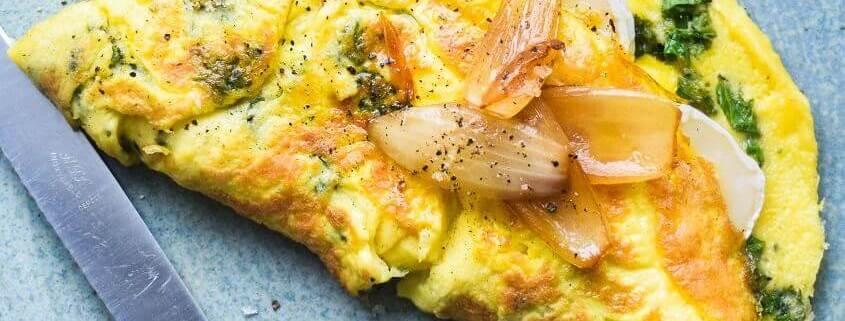 Omelet med fyld af gedeost