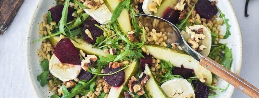 Salat med pærer og valnødder