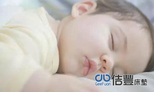 嬰兒該睡哪種床墊