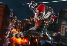 marvels-spider-man-miles-morales-hot-toys-figurine-4