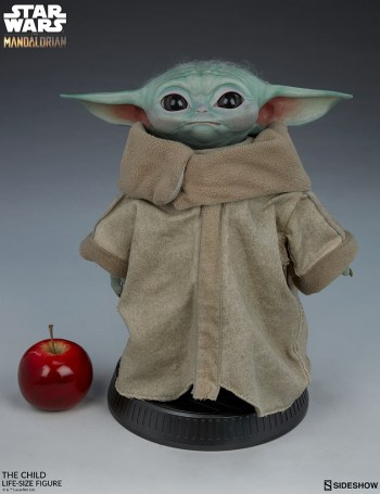 the-child_star-wars_baby-yoda-statuette-6