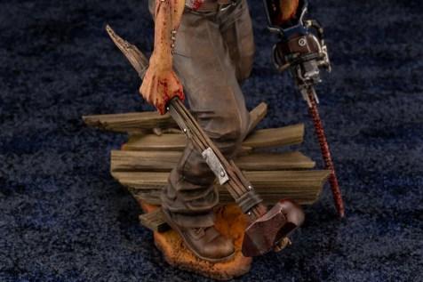 dead-by-daylight-le-montagnard-the-hillbilly-statuette-4