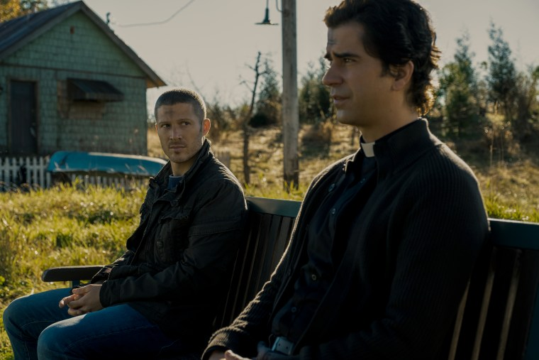 MIDNIGHT MASS REVIEW, Zach Gilford and Hamish Linklater