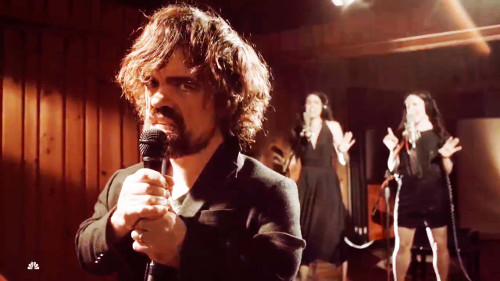 Peter Dinklage canta Game of Thrones e combatte Pacman nel trailer di Pixels