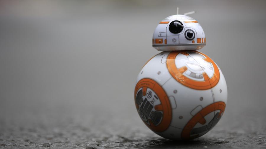 Star Wars: arriva il maxi pelouche di BB-8