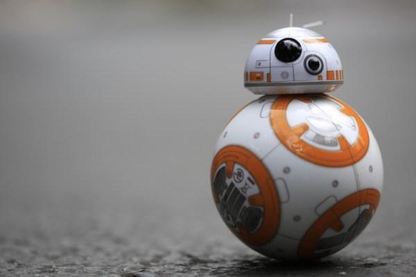 Star Wars: la tecnologia dietro a BB-8 e ai suoi sei fratelli