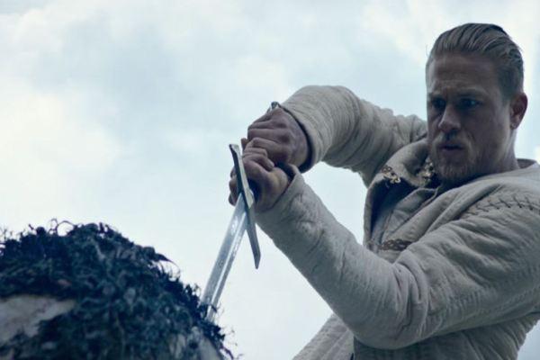 Re Artù torna nelle sale, nuovo trailer per King Arthur: Legend of the Sword