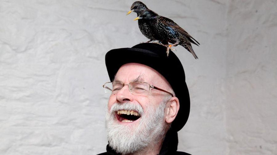 I lavori incompiuti di Terry Pratchett sotto uno schiacciasassi a vapore