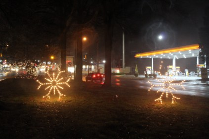 Quintard Median Christmas Lights 2018 (1)