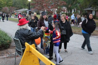 Halloween At Glenwood Terrace 2019 (154)