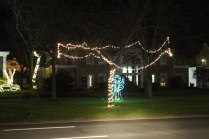 Quintard Avenue Christmas Lights 2019 (17)