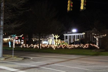 Quintard Avenue Christmas Lights 2019 (20)