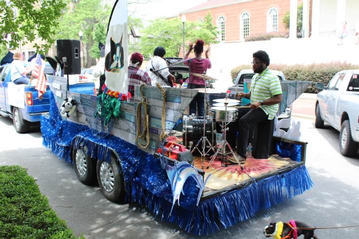 Pictures And Video From The 2017 Do Dah Day Parade